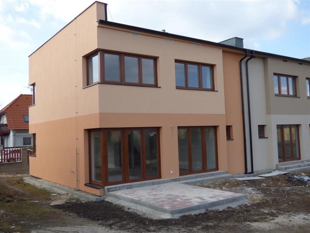 FOTO - Prodej novostavby RD o velikosti 4+kk+komora+ 2x koupelna a stání na 2 auta+zahrada 380 m2 v Libiši