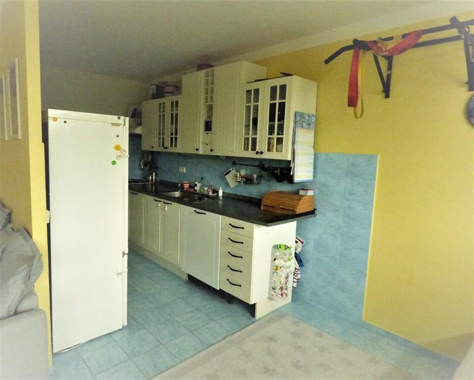 FOTO - Nabízím k prodeji byt v OV o velikosti 3+1+koupelna+WC+balkon+sklep, celkem 70,8 m2 Neratovice