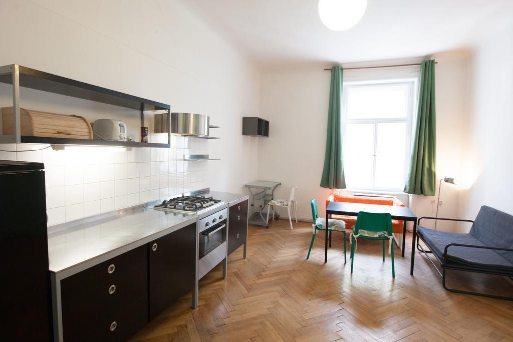 FOTO - Pronájem atypického apartmánu 2+1, 78 m2, Malá Strana-Újezd, Mělnická ulice č.6, Praha 5