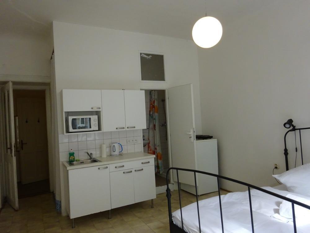 FOTO - Pronájem bytu 1k.k., 23 m2, Mělnická ul., Újezd-Malá Strana, Praha 5
