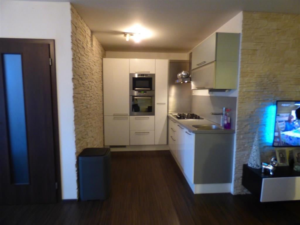 FOTO - Nabízím k prodeji byt v družstevním vlastnictví o velikosti 4+kk+koupelna+WC+zasklený balkon+sklep, vše po rekonstrukci Neratovice