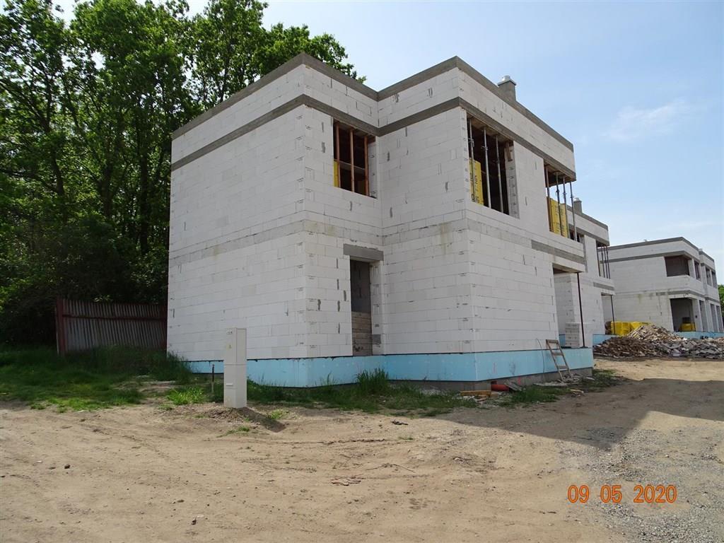 FOTO - Prodej novostavby RD o velikosti 5+kk+komora+ 2x koupelna a stání na 2 auta+zahrada 317 m2, Neratovice-Lobkovice.