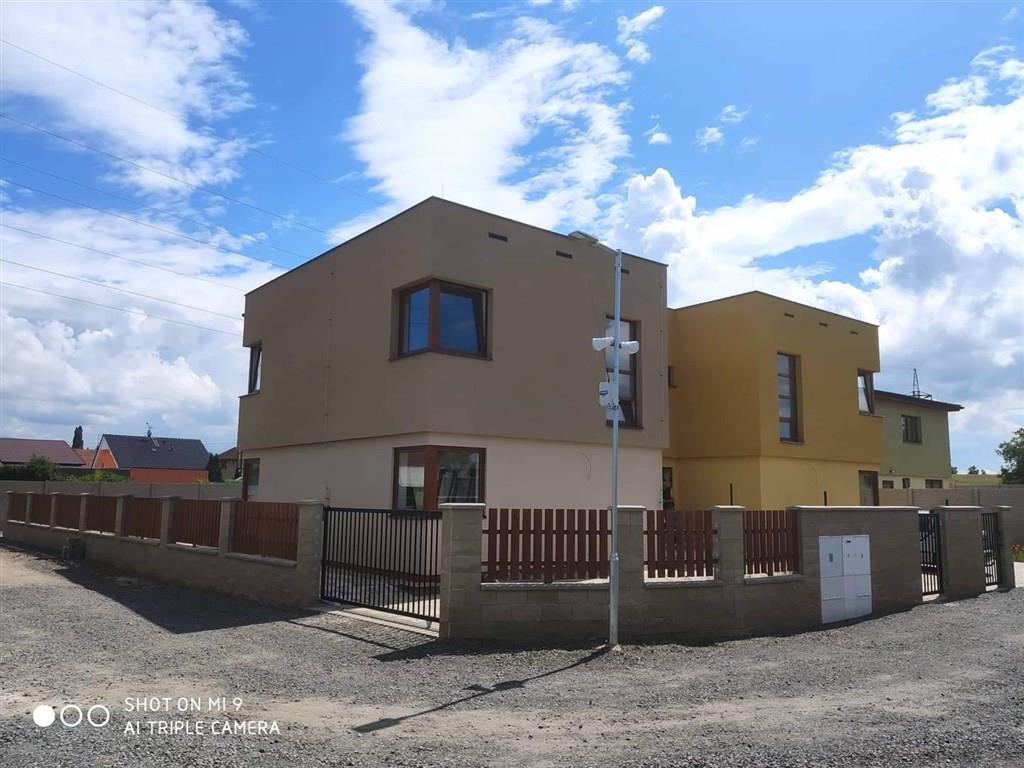 FOTO - Pronájem novostavby RD v obci Libiš,  4k.k., 2x koupelna, podlahová plocha 130 m2, terasa, parkovací stání pro vozidlo