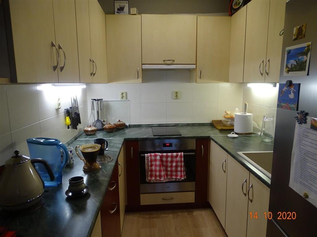 FOTO - Nabízím k prodeji byt v družstevním vlastnictví o velikosti 2+kk+koupelna s WC+ balkon +sklep+ vše po rekonstrukci v  Neratovicích.