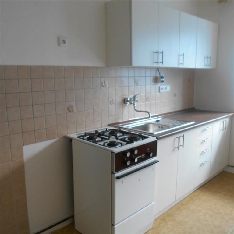 FOTO - Pronájem nezařízeného bytu 1+1/B, 40 m2, 1. patro v cihlovém domě, Vančurova ulice - Neratovice