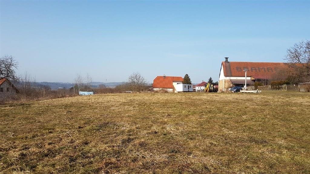 FOTO - Prodej stavebních pozemků o rozloze 24870 m2 v obci Chotoviny určeného pro výstavbu rodinných domků.