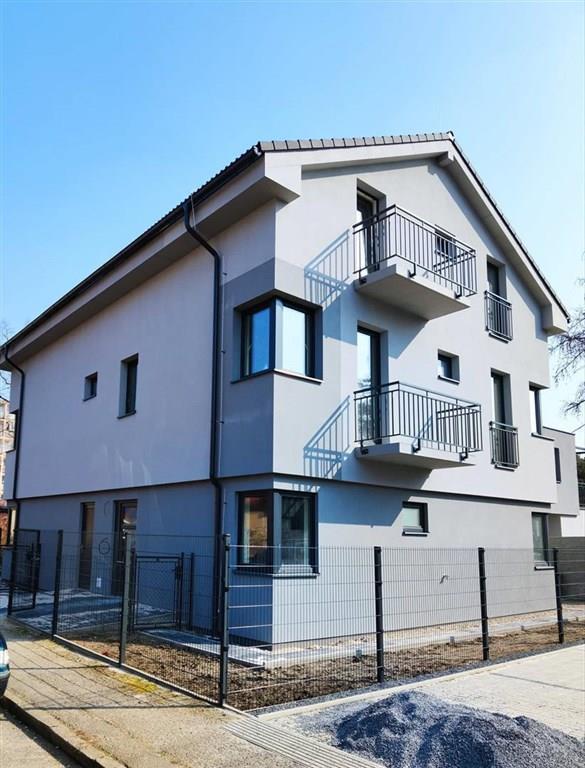 FOTO - Pronájem bytu  2+k.k o ploše 35.8 m2, terasa, předzahrádka, kóje, a parkovací stání - ul. P. Bezruče - Neratovice