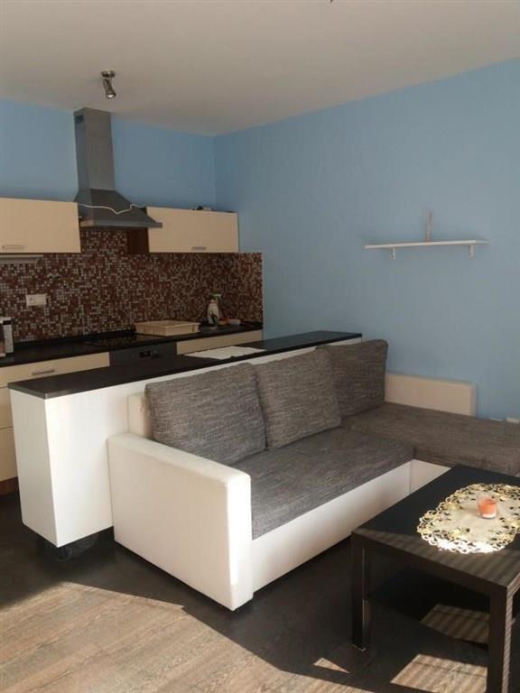 FOTO - Pronájem zařízeného bytu 2+k.k. s terasou a  komorou, 1. patro, 43 m2, centrum Neratovic - Hamplova ul.