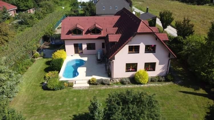 FOTO - Nabízím exkluzivní 7+1+ kk+2x koupelna+ 3x WC+ garáž pro 2 auta+ bazén+ terasa, Mělník, Chloumek